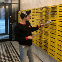 Распространение листовок по почтовым ящикам.